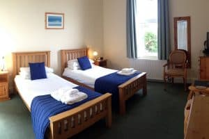 2 single beds in twin bedroom